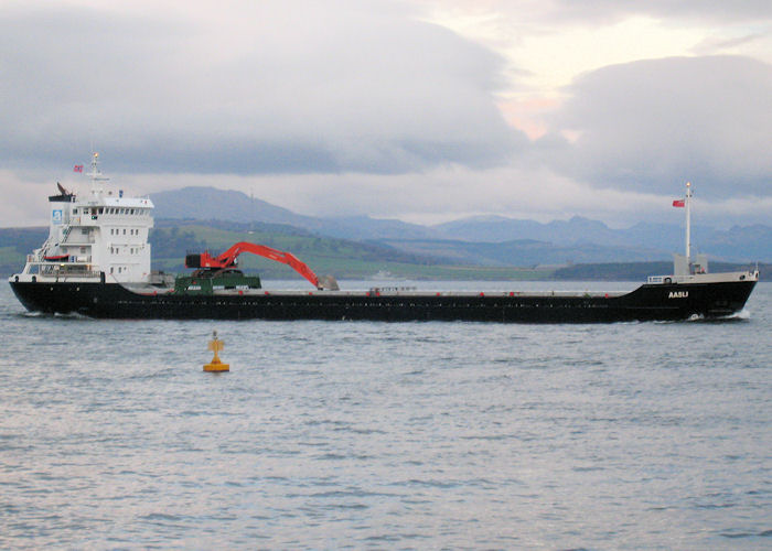 Aasli pictured passing Greenock on 22nd November 2010