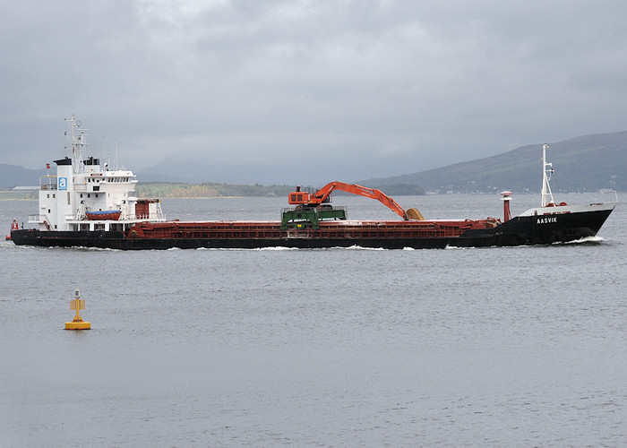 Aasvik pictured passing Greenock on 27th September 2011