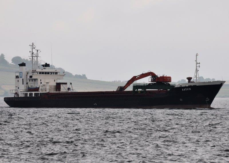 Aasvik pictured passing Greenock on 22nd July 2013