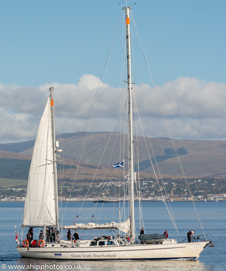 Alba Venturer pictured passing Greenock on 9th October 2016