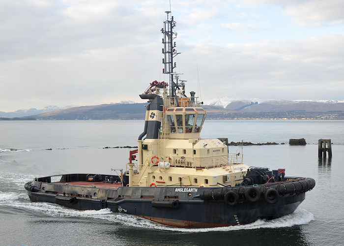 Anglegarth pictured entering James Watt Dock, Greenock on 30th March 2013