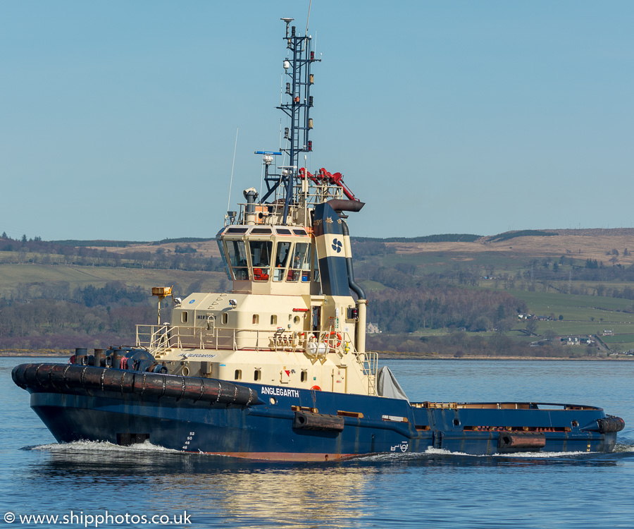 Anglegarth pictured passing Greenock on 26th March 2017