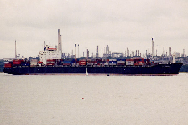 APL France pictured arriving in Southampton on 3rd September 2001
