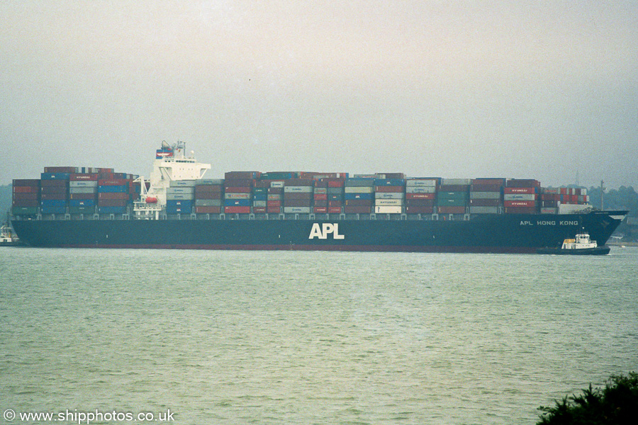 APL Hong Kong pictured arriving in Southampton on 18th August 2003