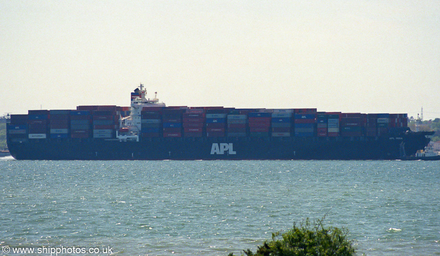 APL India pictured arriving in Southampton on 4th May 2003