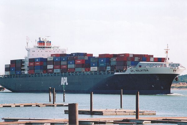 APL Malaysia pictured arriving in Southampton on 27th August 2001