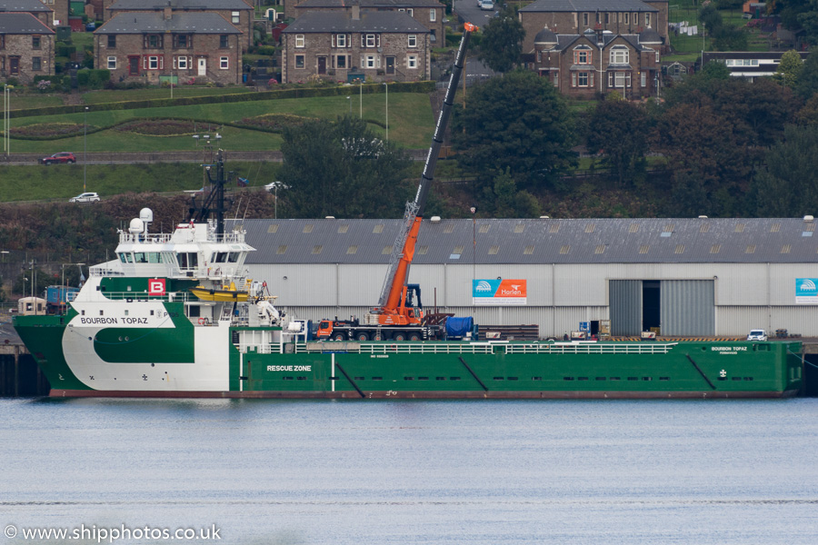 Bourbon Topaz pictured at Dundee on 18th September 2015