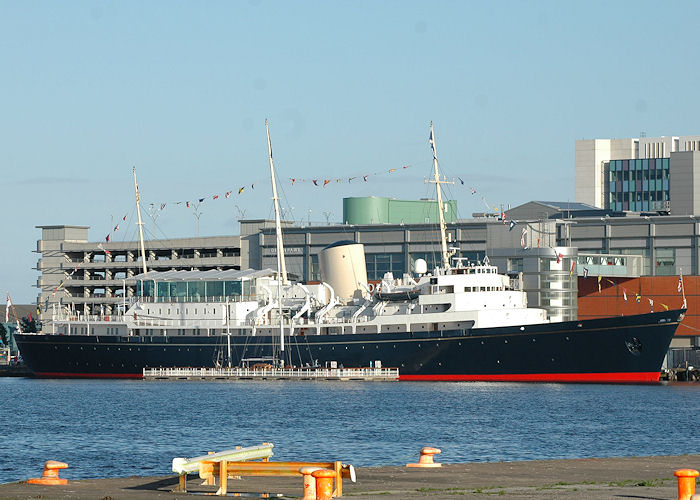 Us navy escorts hmy britannia WHY THE RN DOESN'T NEED A ROYAL YACHT DUTY - Warships International Fleet Review