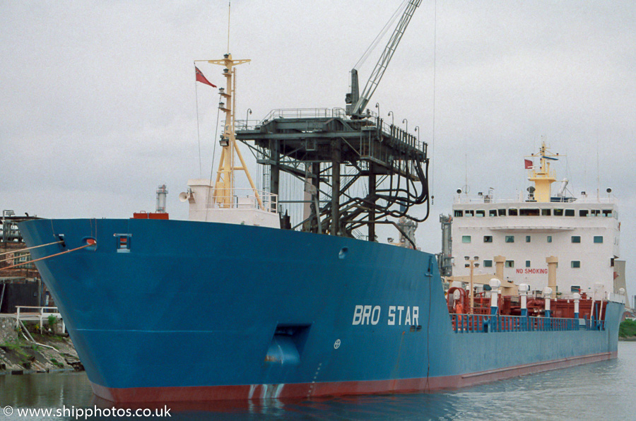 Bro Star pictured at Stanlow on the Manchester Ship Canal on 20th May 2000