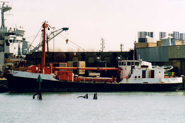 Deep Diver pictured in Southampton on 8th May 2001