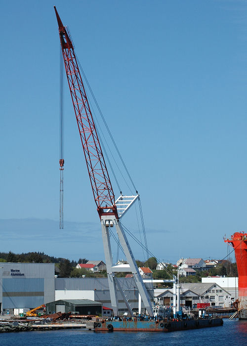 Eide Lift 2 pictured at Haugesund on 12th May 2005