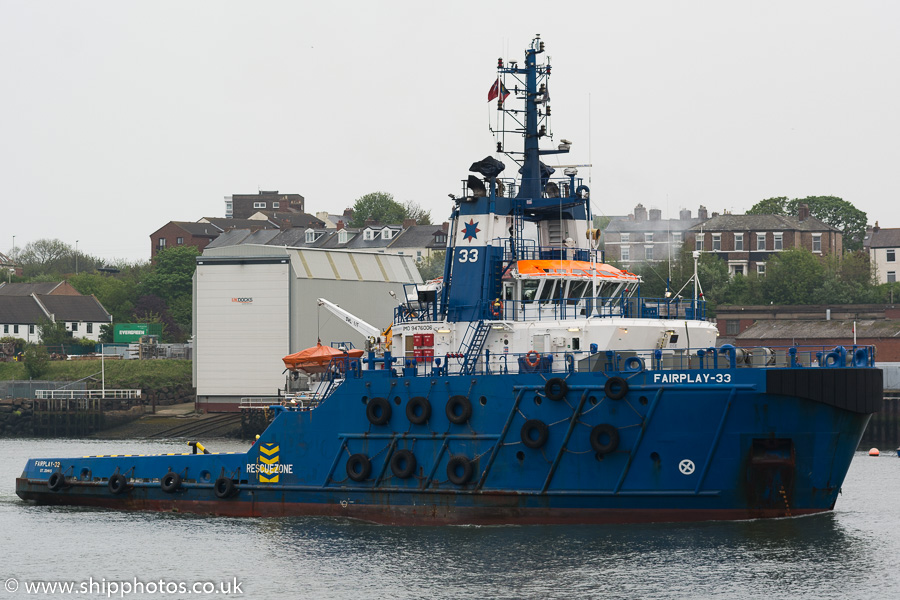 Fairplay 33 pictured passing North Shields on 12th May 2018