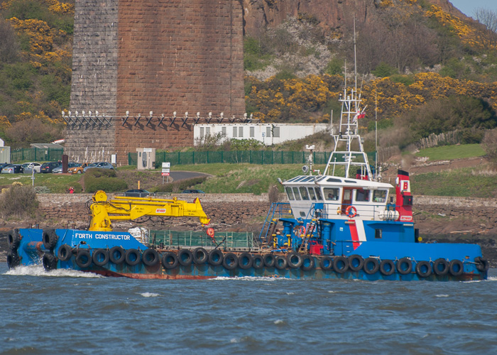 Forth Constructor pictured at Queensferry on 20th April 2014