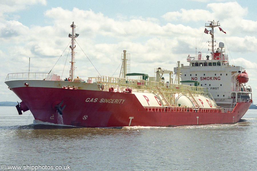 Gas Sincerity pictured on the River Mersey on 27th July 2002