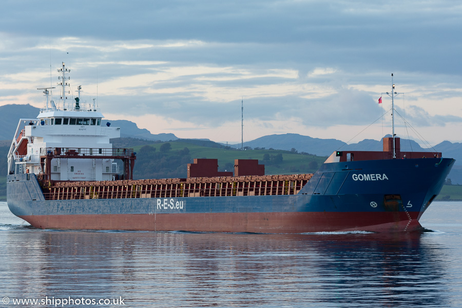 Gomera pictured passing Greenock on 9th October 2016