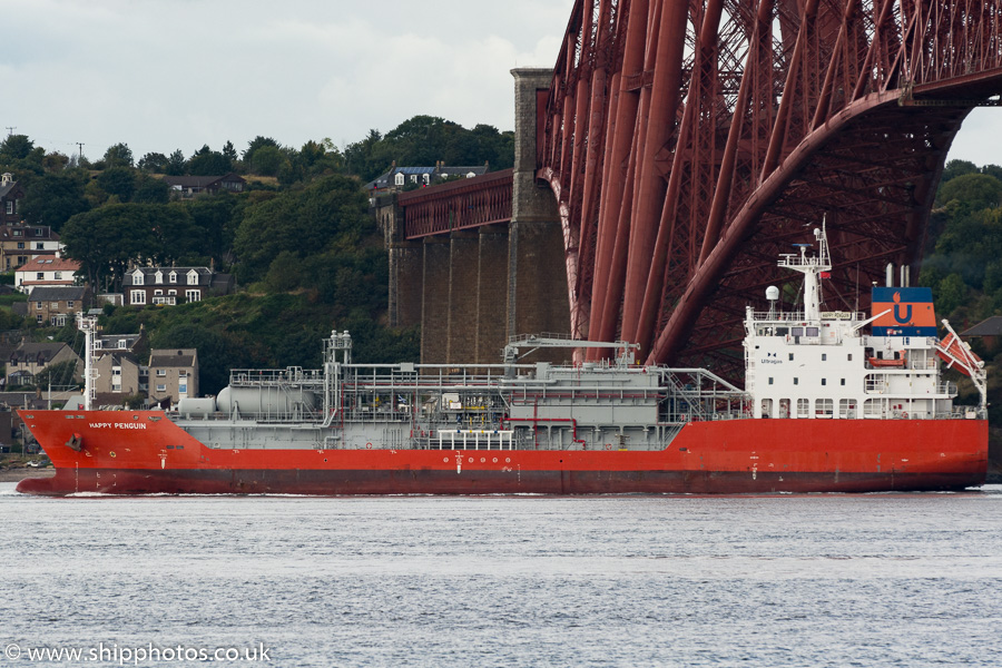 Happy Penguin pictured passing Queensferry on 17th September 2015