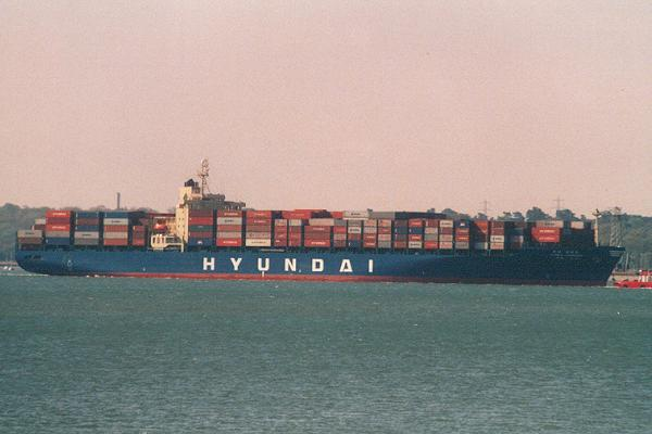 Hyundai Commodore pictured arriving in Southampton on 7th May 2001
