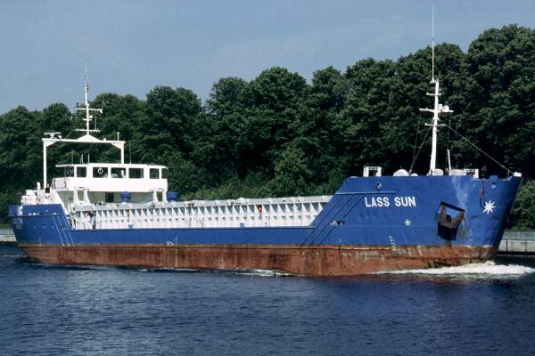 Lass Sun pictured passing through Rendsburg on 7th June 1997