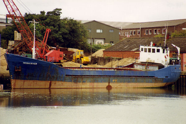 Medina River pictured in Newport on 16th August 1992