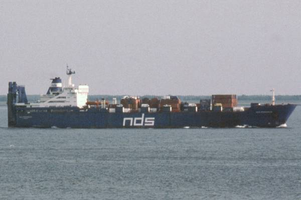 NDS Progress pictured passing Vlissingen on 19th June 2002