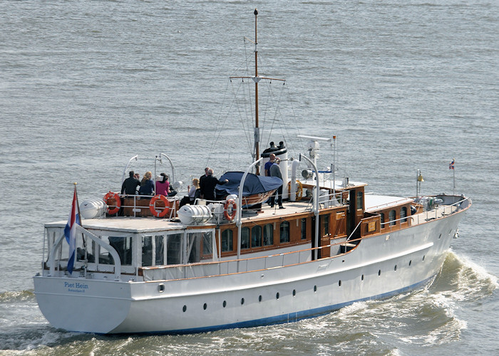 Piet Hein pictured passing Vlaardingen on 24th June 2011
