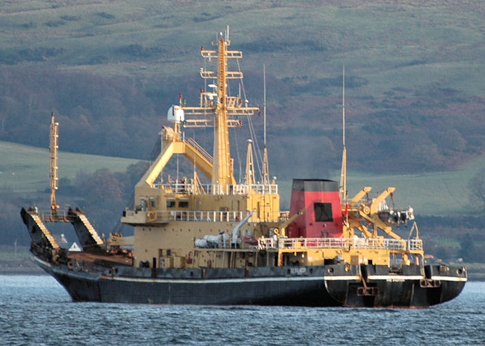 SD Salmoor pictured at anchor on the River Clyde on 22nd November 2010