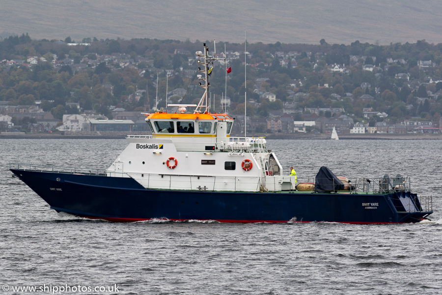 Smit Yare pictured passing Greenock on 8th October 2016