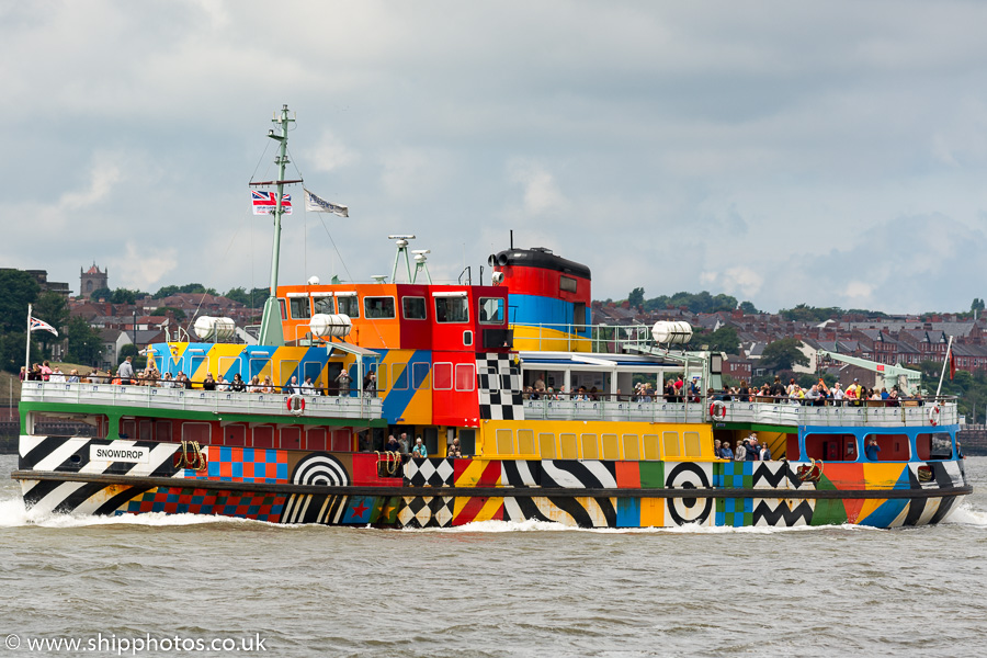 Snowdrop pictured approaching Seacombe on 25th June 2016