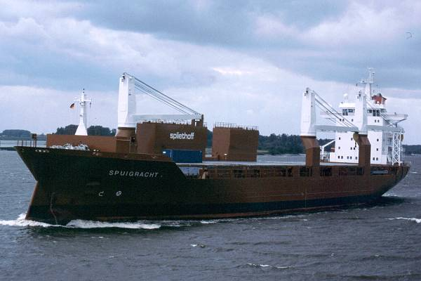 Spuigracht pictured on the River Elbe on 29th May 2001