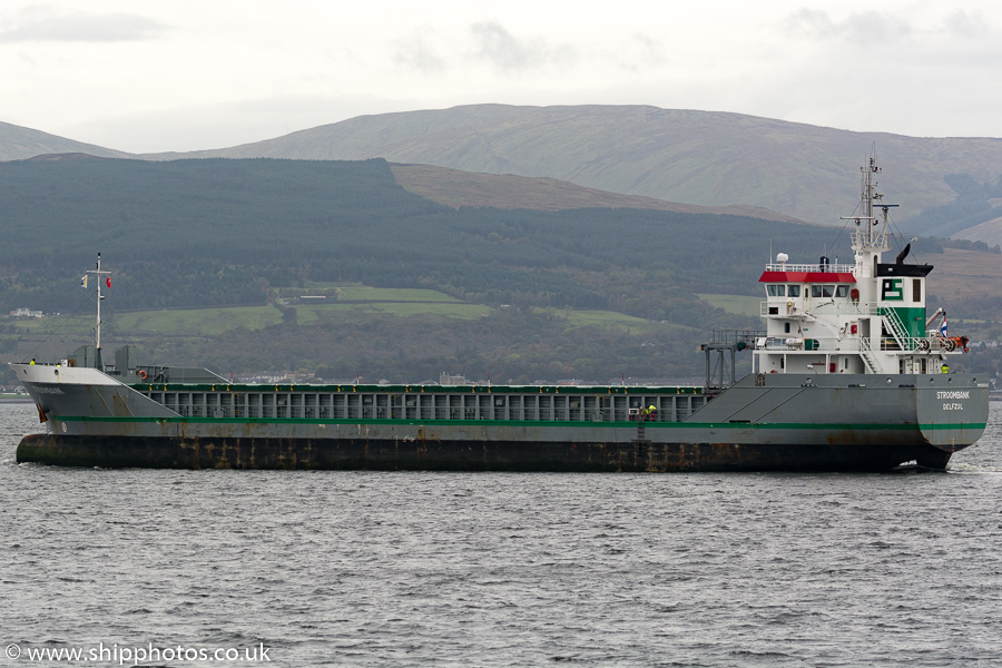 Stroombank pictured passing Greenock on 8th October 2016
