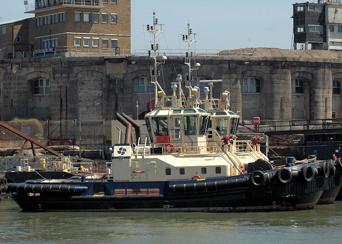 Svitzer Harty pictured at Sheerness on 6th May 2006