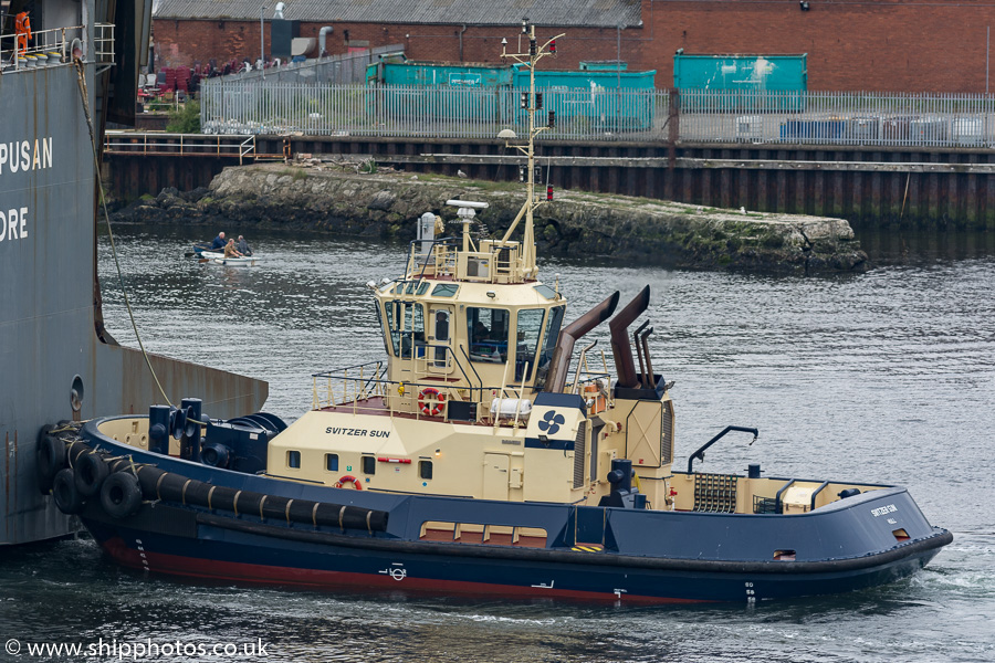 Svitzer Sun pictured passing North Shields on 9th June 2018