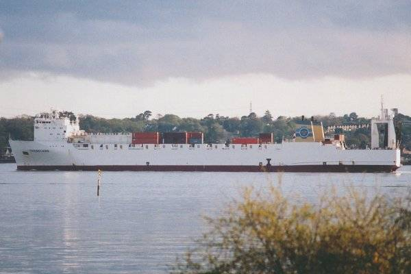Thebeland pictured departing Southampton on 18th April 2002